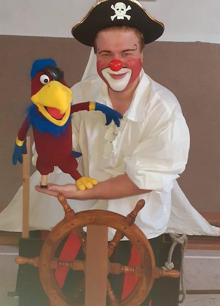 Clown Clownikuss wird zum Pirat. Show für Kinderfeste , Piratenfeste und maritime Veranstaltungen